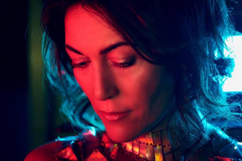 Francesca Lombardo Comparte Video En Vivo De Su Tema 'Eye Ring'