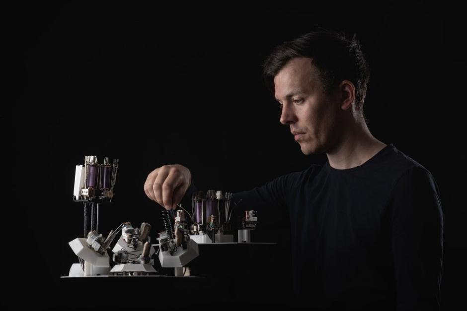 Primer Disco De Techno Hecho Por Robots Será Publicado En Octubre