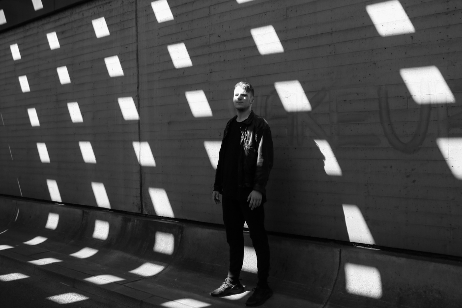 Kevin De Vries Signs On Afterlife